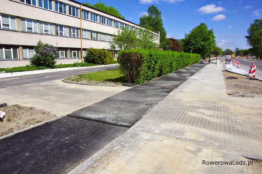 W okolicach skarbówki jest juz druga warstwa asfaltu