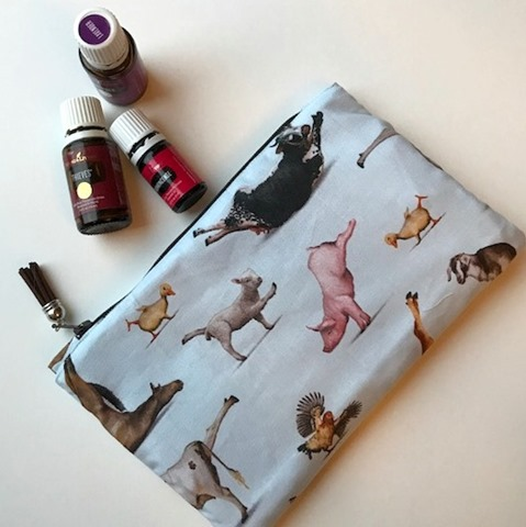 Essential Oils Zipper Pouch by Kim Lapacek, pattern by SewHungryHippie