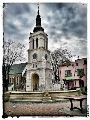 Na zdjęciu wieża kościoła na rynku w Uniejowie