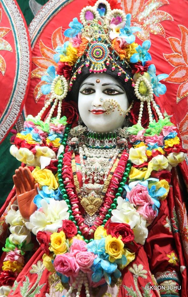 ISKCON Juhu Sringar Deity Darshan on 28th Aug 2016 (45)