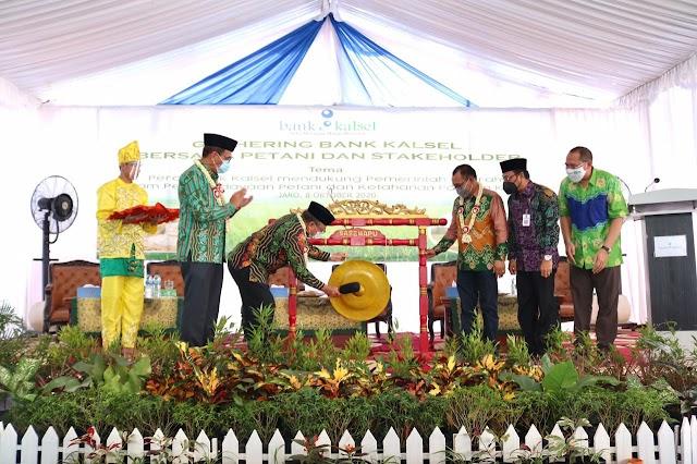 Komitmen Kemitraan Sektor Pertanian, Bank Kalsel Sinergi dengan Petani di Jaro
