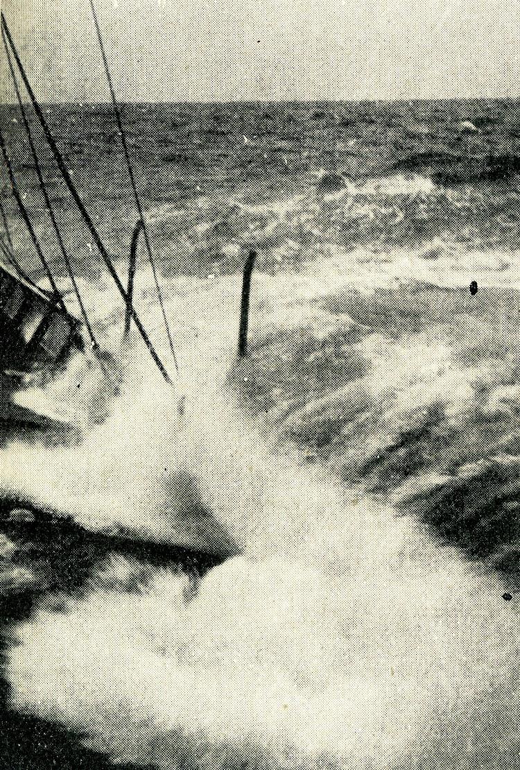El SAC 2 en navegación. Foto tomada por el capitan Sastre Carreras. Revista Iberica. Fecha indeterminada.jpg