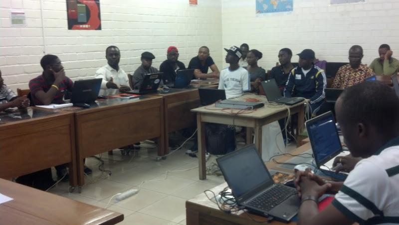 (c) cmNOG - Augustine argumentant au cmNOGlab1, en salle des formations du CNF de Yaoundé (AUF-BACGL)