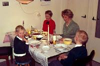 Groeneweg, Gre, Marianne, Peter en Walter Kerstmis 1968.jpg