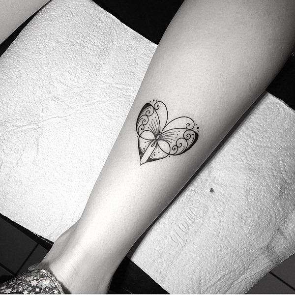 este_coraço_em_forma_de_tatuagem_de_borboleta