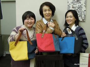 3人ともそれぞれのバッグが無事に出来上がりました。