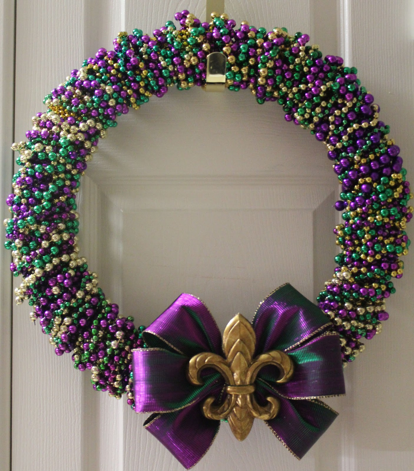 sew in love mardi gras bead wreath tutorial
