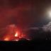 Lava do tamanho de prédios escorre do vulcão de La Palma, na Espanha