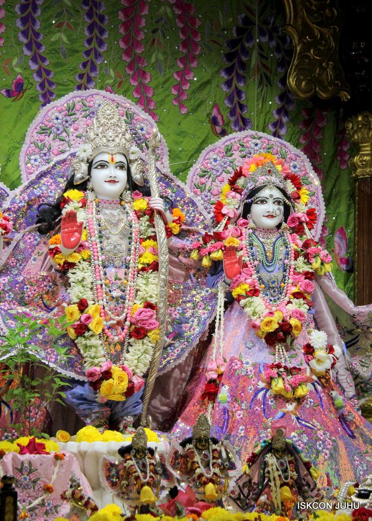 ISKCON Juhu Deity Darshan on 20th Oct 2016 (54)