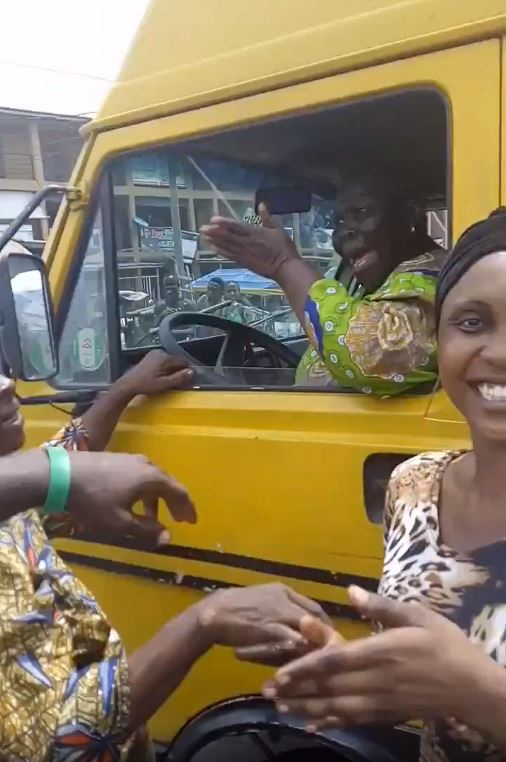 Elderly Woman Hijacks Commercial Bus From Lagos Driver (Video, Photo)
