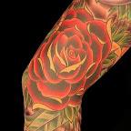 grande rosa vermelha manga tattoo.jpg