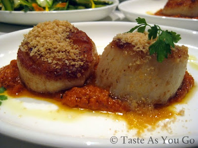 Vieiras-con-Salsa-de-Romesco-(Seared-Scallops-with-Romesco-Sauce)-at-Jaleo-at-The-Cosmopolitan-in-Las-Vegas-Photo-by-Taste-As-You-Go