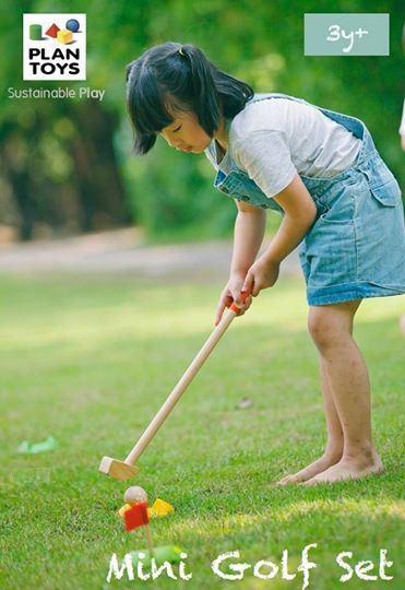 Bộ đồ chơi Golf Mini PlanToys Single Set PL5682 giúp trẻ phát triển thể chất