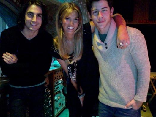 Nick Jonas y Delta Goodrem Delta-Goodrem-Nick-Jonas