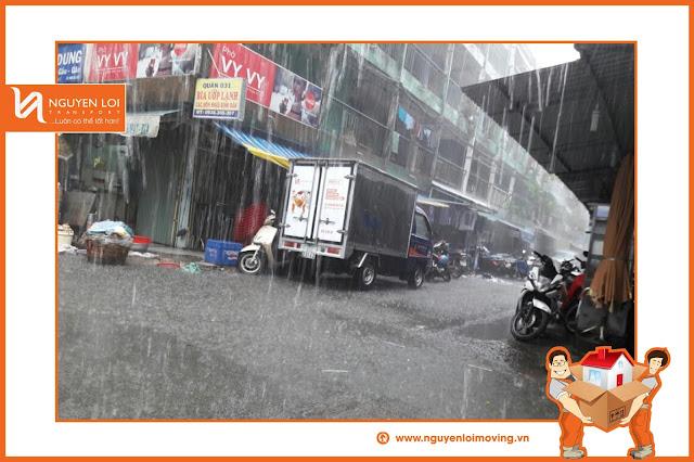 Chuyển văn phòng trong mưa