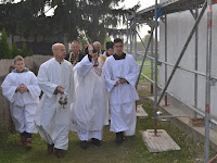 x Mgr.Szalay Gyula esperes megszenteli a templomot 2.JPG