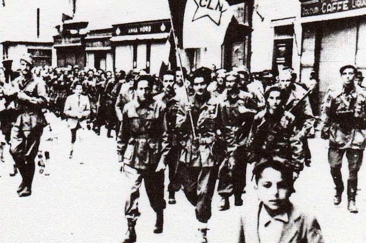la XVI divisione Viganò sfila in Acqui Terme il giorno della liberazione