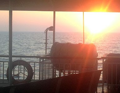 Sunrise on the Valfajr-Ferry Bandar Abbas / Iran - Sharja / United Arab Emirates, Strait of Hormuz / Tange-ye Hormoz