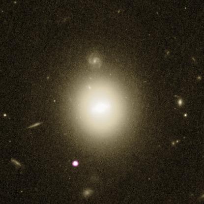 galáxia 6dFGS gJ215022.2-055059