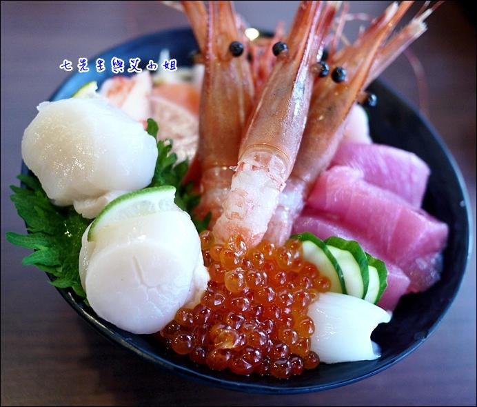 8 干貝 牡丹蝦 軟絲 鮪魚 小黃瓜