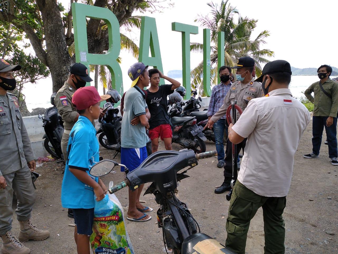 Polres KSB Polda NTB bersama Tim Gabungan Gelar Operasi Yustisi di Pantai Balat