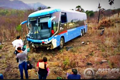 Ônibus da Guanabara sai da pista e deixa idosa ferida quando seguia para Fortaleza