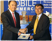 Dr. Mohammed Yaseen receiving Award of Visionary Telecom Leader 2010