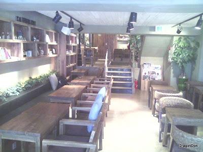 Cafe Bene's interior.