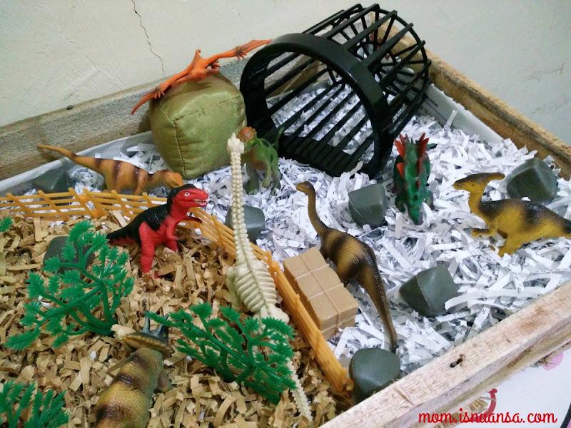 Kotak Mainan Dinosaurus