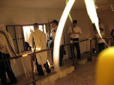 התפילה החגיגית בהושענה רבה בבית הכנסת שלום על ישראל ב-יריחו
