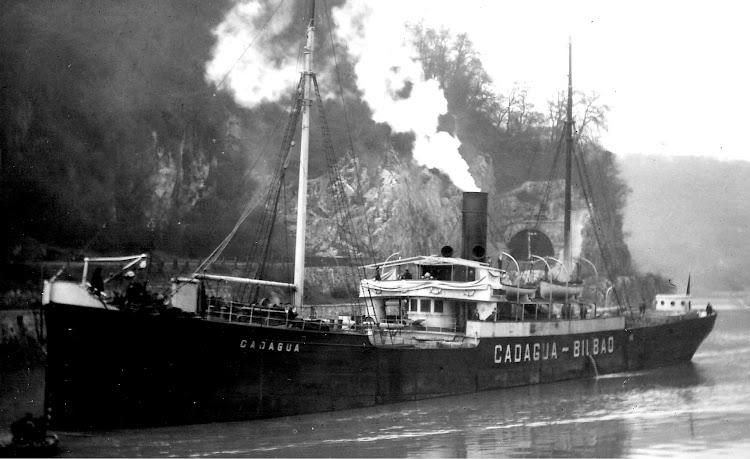 Excelente foto del CADAGUA navegando por el canal de Bristol. Colección Jaume Cifre Sanchez. Nuestro agradecimiento.jpg