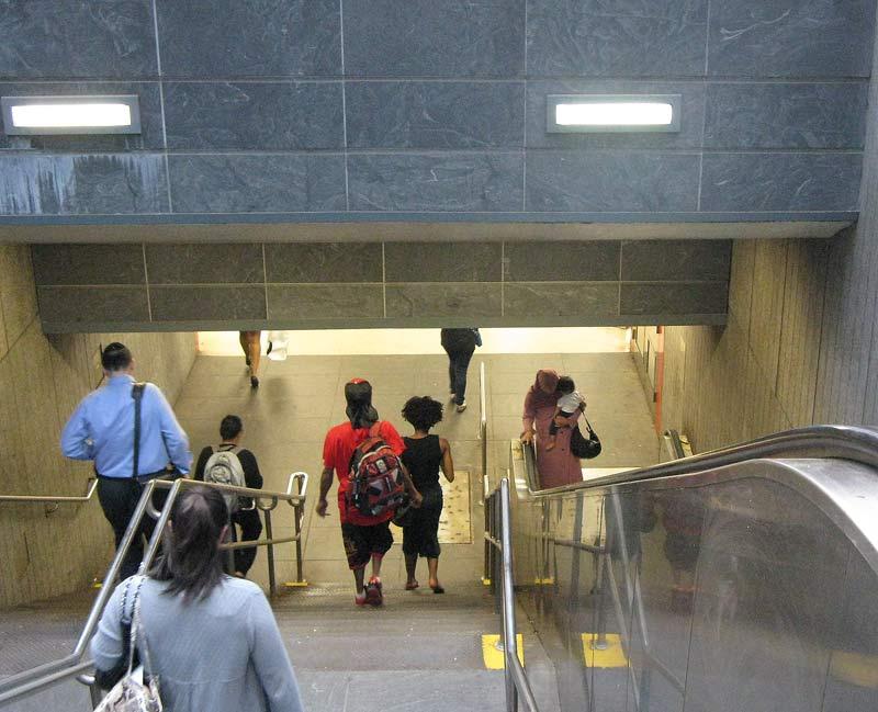 вход в метро 2