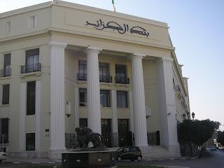 Algérie : la crise liée à la chute du prix du baril se propage aux banques