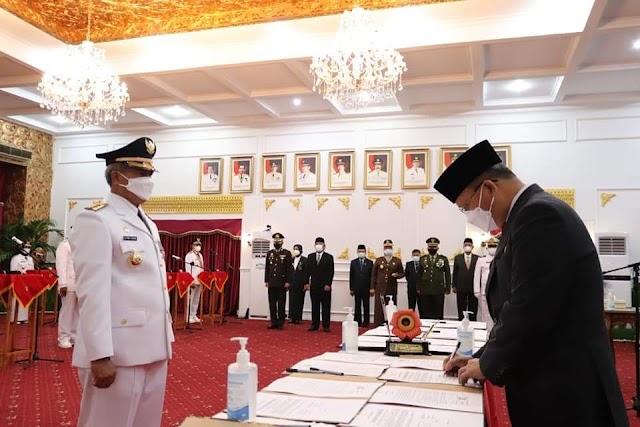 Drs.Syamsul Efendi, MM dan Hendra Wahyudiansyah, SH resmi dilantik sebagai Bupati dan Wakil Bupati Kabupaten Rejang Lebong
