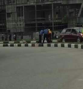 Police and LAWMA officers fightin Lekki (Video)