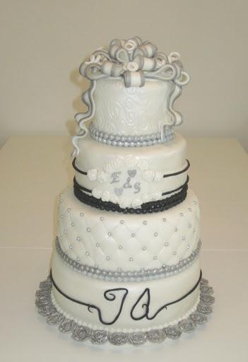 772- Bruidstaart zilver, wit en zwart.JPG