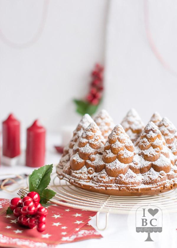 Bundt Cake con cerezas confitadas
