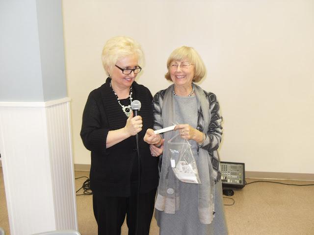 Spotkanie medyczne z Dr. Elizabeth Mikrut przy kawie i pączkach. Zdjęcia B. Kołodyński - SDC13624.JPG