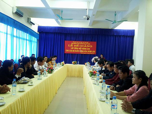 Lễ bế giảng lớp tiếng Việt nâng cao cho cán bộ nước CHDCND Lào
