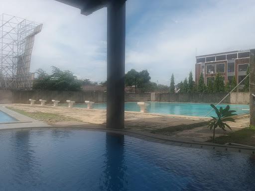 kolam renang kota wisata cibubur