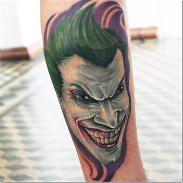 tatuaje-de-joker-de-color-en-la-pierna