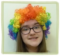Наташа в парике на 1 апреля