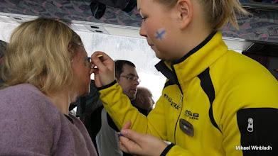 Photo: Inger får en flagga på kinden.