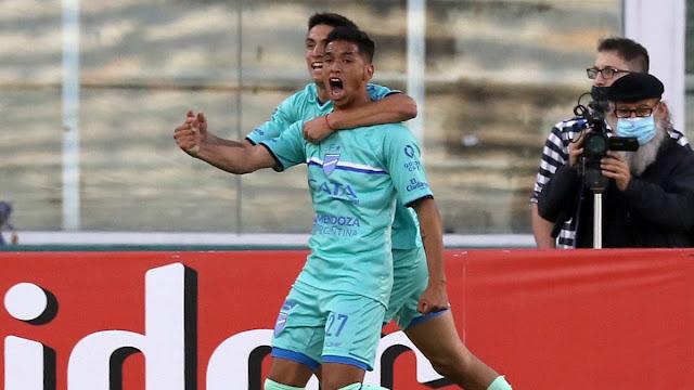 Godoy Cruz festejando uno de los goles por Copa Argentina