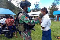 CegahPenyebaran Covid-19,Satgas TNILaksanakan Sosialisasi danBagikan Masker Kepada Siswa