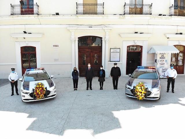 Se refuerzan las estrategias de seguridad en Huamantla con la entrega de dos unidades vehiculares nuevas.