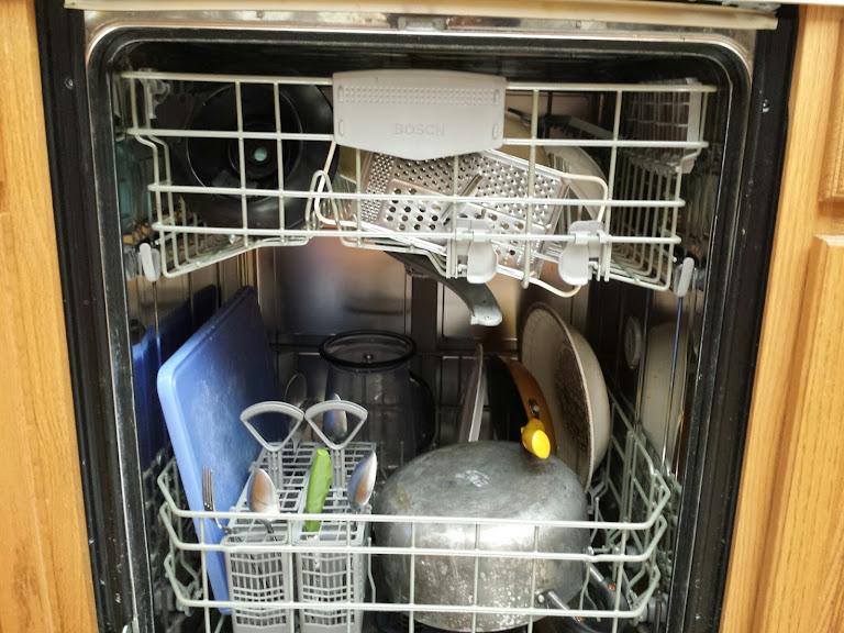 ขจัดกลิ่นเหม็นเครื่องล้างจาน แบบง่ายๆ