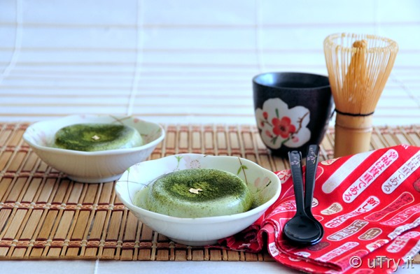 How to Make Matcha Panna Cotta (抹茶意式奶凍) with step-by-step video tutorial.  http://uTry.it