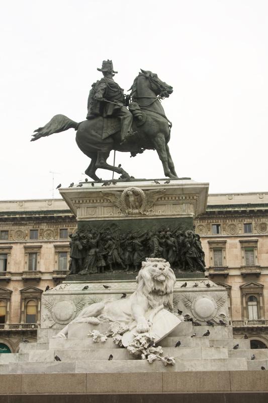 Статуя короля Витторио-Эмануэле II, объединителя Италии