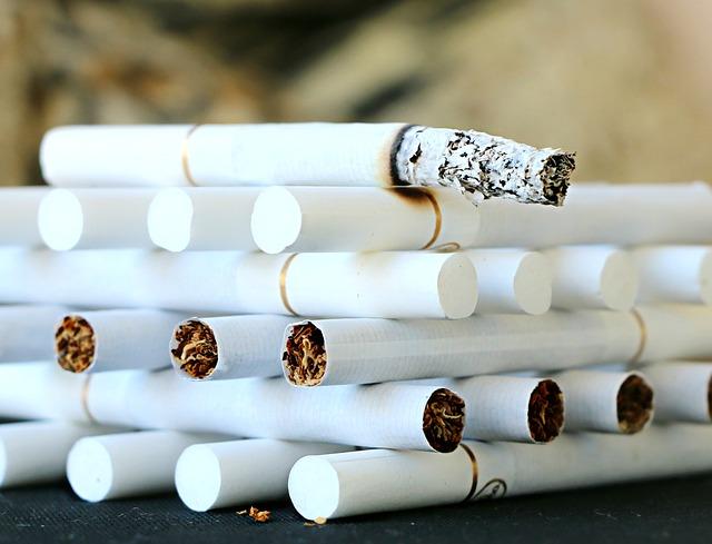 rokok dan tulang belakang.jpg
